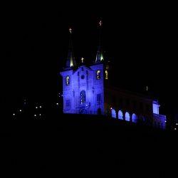 Rio de Janeiro - A Igreja da Penha, na zona norte da cidade, é iluminada com tons azulados em apoio à campanha Novembro Azul, que alerta homens para a importância do diagnóstico precoce do câncer de próstata.