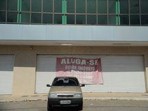 Itaboraí (RJ) - Anúncio de aluguel de lojas e salas se espalham pela cidade. O desemprego aumentou após a redução das obras do Comperj (Tânia Rêgo/Agência Brasil)